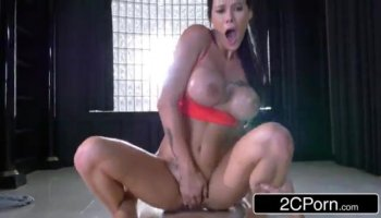 Asian Street Lady Squirts