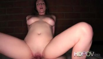 Hot mommy goes for large dong